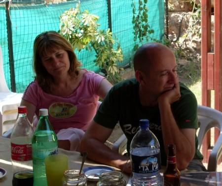 Makarna Ariella och Marek Oren diskuterar fred och framtid i staden Kochav Yair