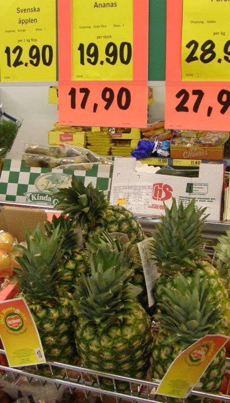 Brasiliansk ananas skyltas som costa ricansk. Lidl, Stigbergstorget, Göteborg, 23 jan.