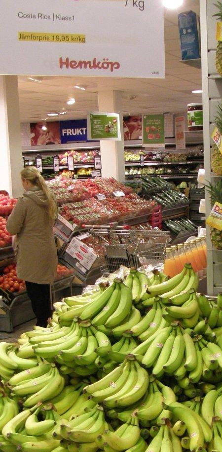 Colombianska bananer skyltas som costa ricanska. Hemköp, Stigbergstorget, Göteborg, 23 jan.