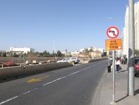 I bakgrunden syns den nybyggda <em>Chords bridge</em>, en kombinerad spårvägs- och gångbro signerad Calatrava. 8/12-08.