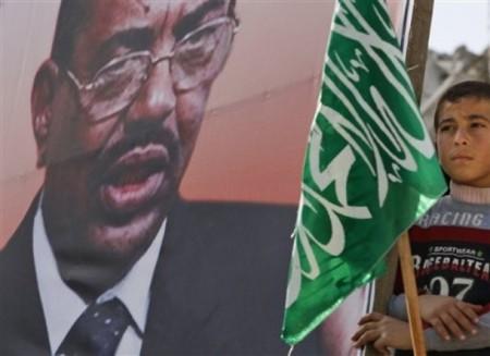 Barn deltar i massdemonstration i Gaza för Sudans efterlyste ledare