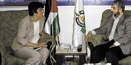Helle Klein besöker Hamasledaren Khaled Mashaal 2006