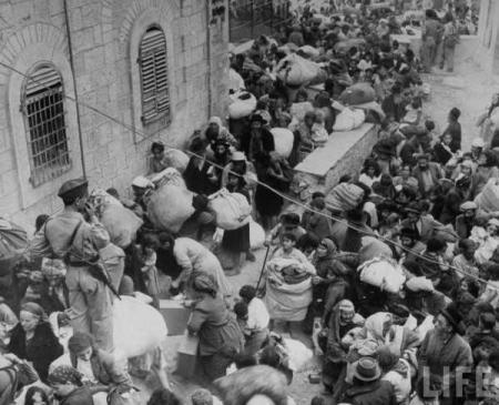 Juni 1948 - judar flyr sina hem i Jerusalem, som ockuperats av arabiska styrkor.